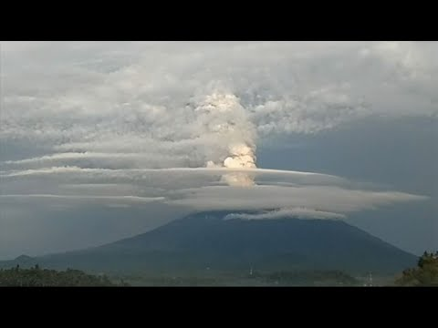 Raw: Time-Lapse Shows Bali Volcano Spewing Ash