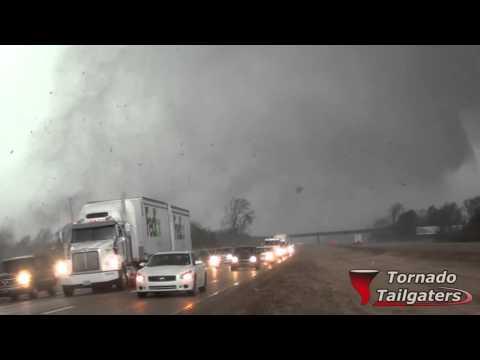 Tornado crossing I-55 Como, MS 12/23/15