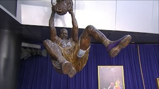 Lakers Unveil Shaq Statue at Staples Center Ceremony | March 24, 2017