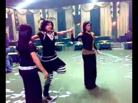 جنون البنات في الرقص        دبكه سويه thumbnail