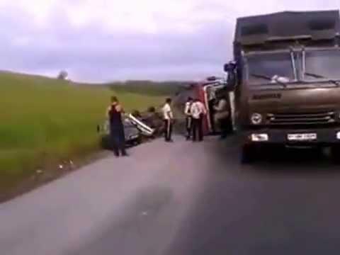 На трассе М53 перевернулся автовоз