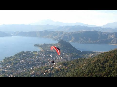 Urban Flying in Valle de Bravo, Mexico (Paragliding launch from La Torre)