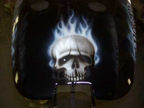 airbrushed skull, smoked lettering Video