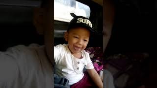 cậu bé lái xe tải