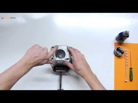 Montage eines Kolbens mit Hilfe eines Kolbenspannbands bei einer Stihl Motorsäge