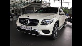 Đánh giá xe Mercedes GLC 300 Coupe màu Trắng - nội thất Đen.