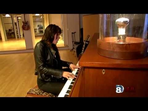 Beth Hart Tell Her You Belong To Me Live Acoustic Gibson France 2015