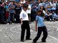 niños bailan reggaetón en colegio colombiano Video