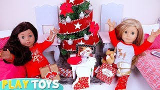 American Girl Dolls Presents from Santa under the Christmas Tree in the Dollhouse!!