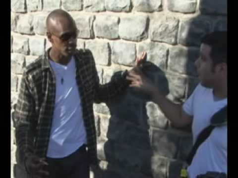 Dave Chapelle kicks it with paparazzi.