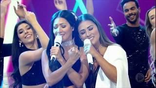 Simone e Simaria cantam o hit Regime Fechado no palco do Programa da Sabrina