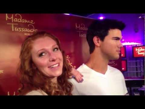 Georgina O-Ton bei Madam Tussaud mit Taylor Lautner