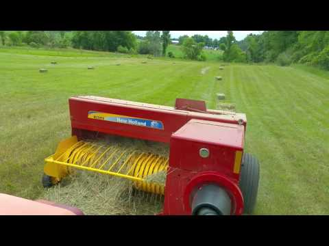 Baling thick grass with New Holland BC5070