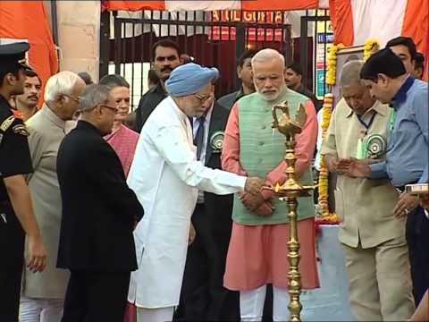 PM Modi, Manmohan Singh, Sonia Gandhi join Dussehra celebrations