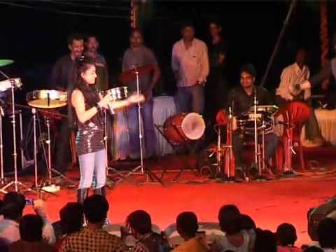 nayak nahi khalnayak hoon main   Narmada Mahotsav 2010 LIVE...
