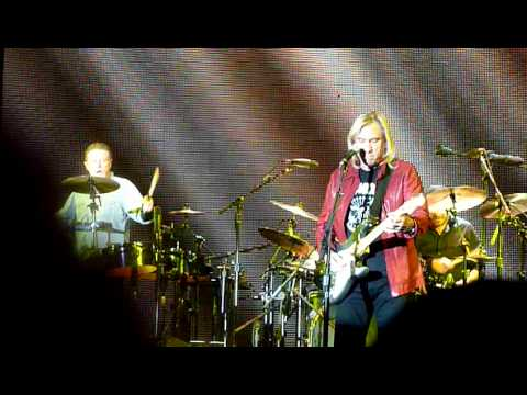 The Eagles (Joe Walsh) - Walk Away (Hop Farm Festival 2011)