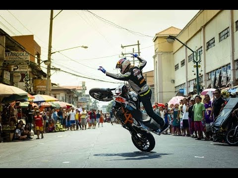 Sportbike stunt riding through The Philippines