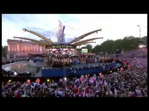Jubilee Song ' Sing' Live - Gary Barlow and Commonwealth Band