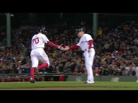 TB@BOS: Cecchini belts his first MLB homer to right