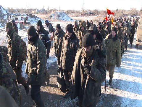 (18+) Украинские солдаты под Дебальцево начали массово сдаваться в плен