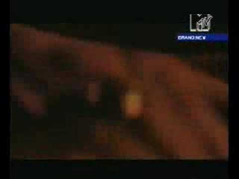 Matthew Bellamy improvising on the piano at Leeds 2001 gig.
