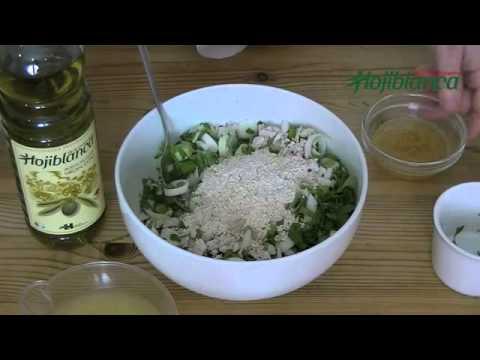 Ensalada oriental de pollo y arroz tostado - Recetas de Cocina