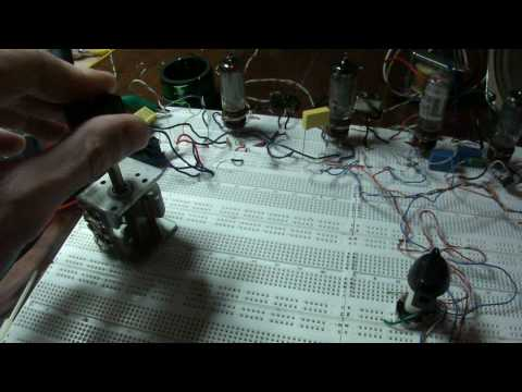 20 volt, 4 tube superheterodyne receiver on a breadboard