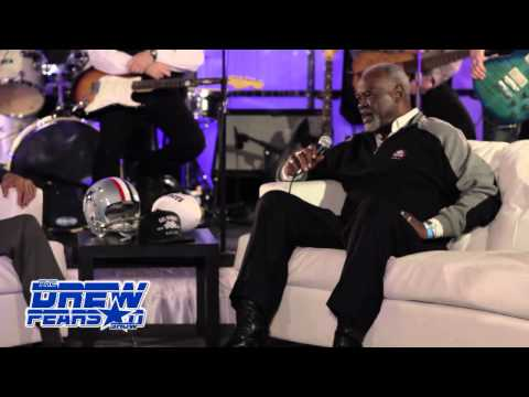 http://www.25DaysofGiving.org The Drew Pearson Show Thanksgiving Special Paul Salfen and Jenn Reed welcome guest on the Red Carpet as they arrive for a GR88T Event.. 2.16 FOX Sports (HD+...