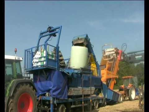 Watch Baling of cornsilage with Flexus Bala baler