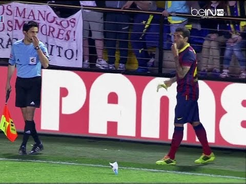 Dani Alves eat a banana thrown from the stand