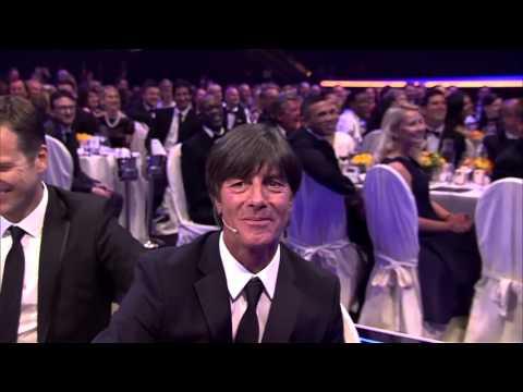 Bill Murray sings to Joachim Löw, Laureus Sports Awards, Berlin, 18.04.2016