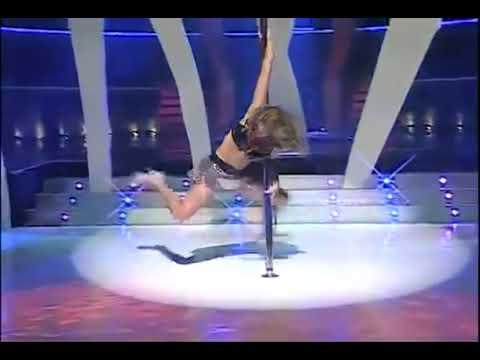 Dallyana Passailaigue y su sensual baile del tubo