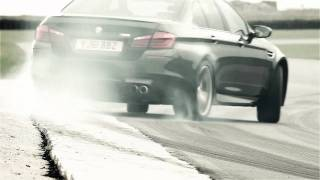 BMW M5 - Twin-Turbo V8 Engine.webm