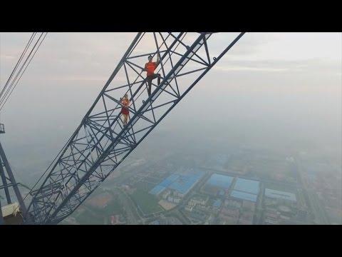 Una pareja escaló el edificio en construcción más alto del mundo sin permiso