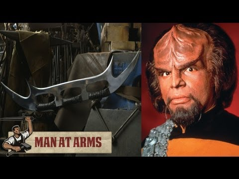 Blacksmithing Klingon Bat'leth (Star Trek) - MAN AT ARMS