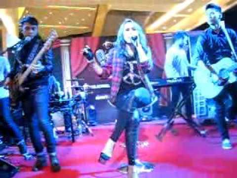 download lagu OLD CLIP GEISHA - CUKUP TAK LAGI @ JAKARTA STAND UP COMEDY CONTEST 2014 gratis