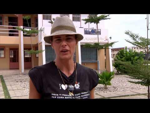 Novembre 2013: il ritorno di Martina Colombari ad Haiti con la Fondazione Francesca Rava