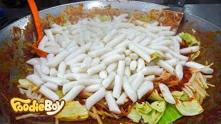 Tteokbokki with Radish / Korean Street Food / Seomun Market, Daegu Korea