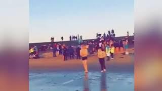 Пьяные и голые шотландские студенты устроили заплыв «без комплексов»