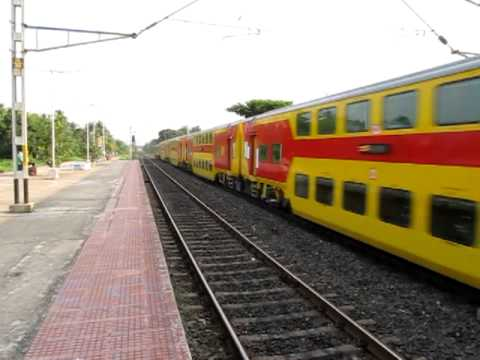 Double Decker Express (howrah-dhanbad) With Hwh Wap-7 video