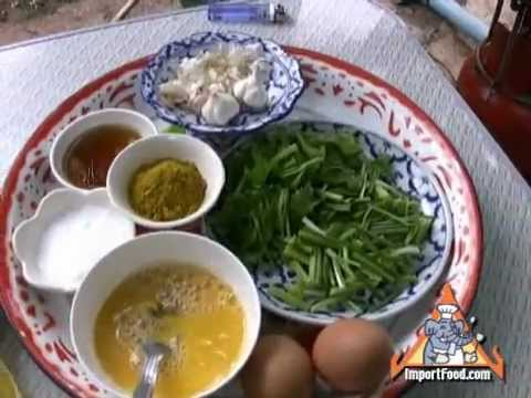 Thai Street Vendor Cracked Crab bu Pad Pong Kari video