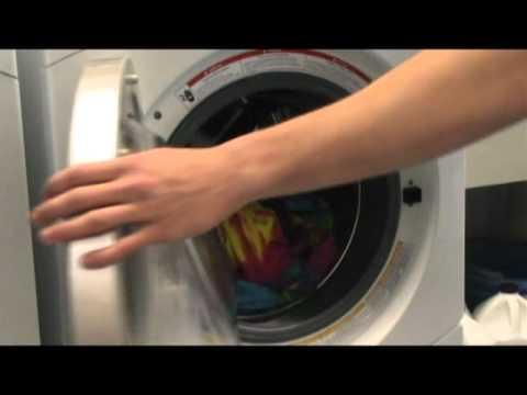 trier le linge sale selon la couleur pour faire la lessive youtube. Black Bedroom Furniture Sets. Home Design Ideas