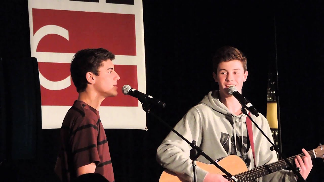 Shawn Mendes giving Jack Gilinsky singing lessons