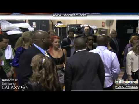 PRIMICIASYA.COM  | Justin Bieber y Selena Gómez, el beso detrás del escenario