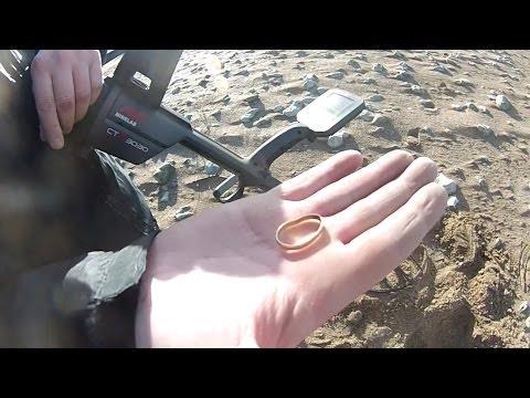 Enorme sortie plage avec beaucoup d'or,après la tempête en Normandie, gold ring