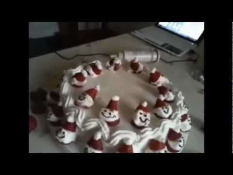 Giallozafferano.paolachef Fragole ricette torte: Torta alle fragole con omini di fragola