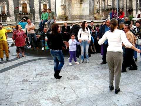 Tarantella in piazza Duomo
