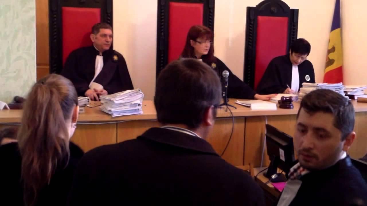 Procuratura și avocatul de stat o apără de fiică