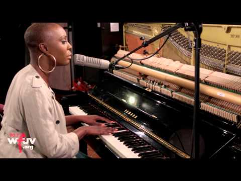 "Laura Mvula - ""Diamonds"" (Live at WFUV)"