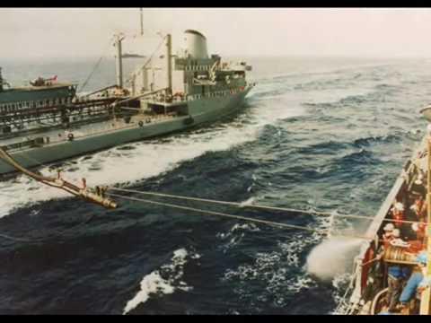 ARMADA DE CHILE: Petroleros AO Araucano y Almirante Montt